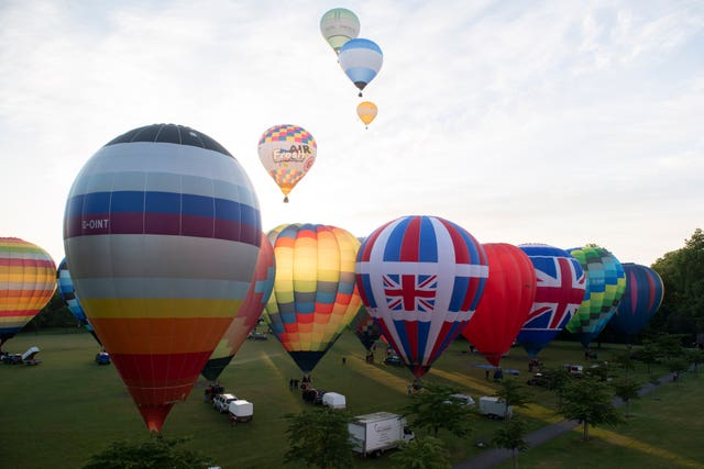 Hot air balloons take off from Battersea Park