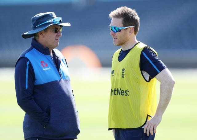 Trevor Bayliss, left, and Eoin Morgan in conversation during a nets session