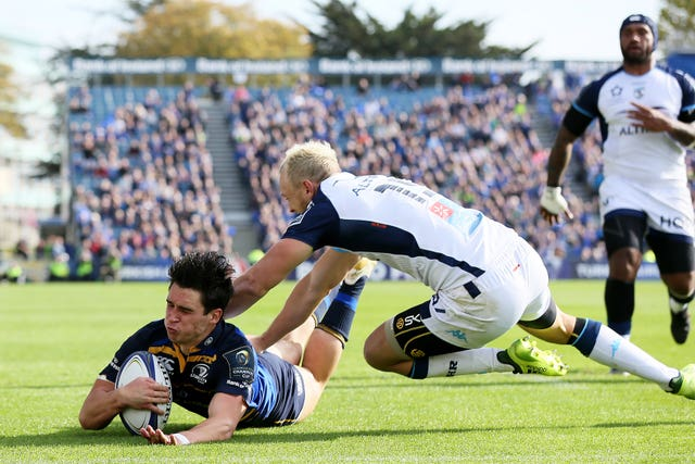 Joey Carbery scores a try for Leinster