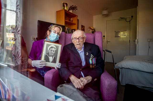 Salute to Second World War veteran Eric Bradshaw