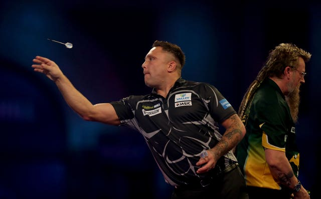 Gerwyn Price and Simon Whitlock in action