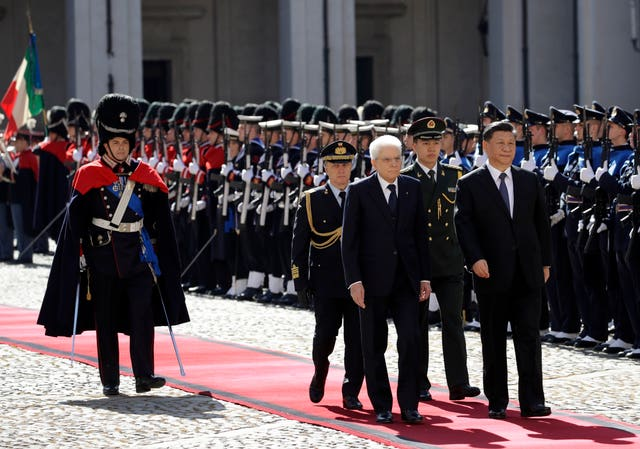 Sergio Mattarella and Xi Jinping review the honour guard at the Quirinale Presidential Palace in Rome