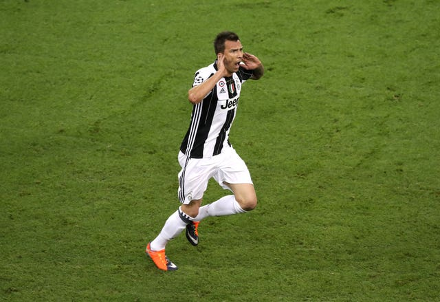 Mario Mandzukic looks set for a move to Manchester United in January