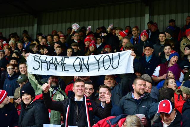 Gloucester fans vent their fury at Saracens