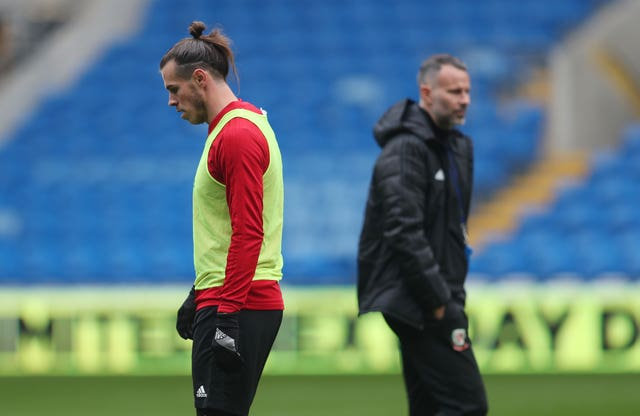 Ryan Giggs, right, is hoping to have Gareth Bale fit and available next week
