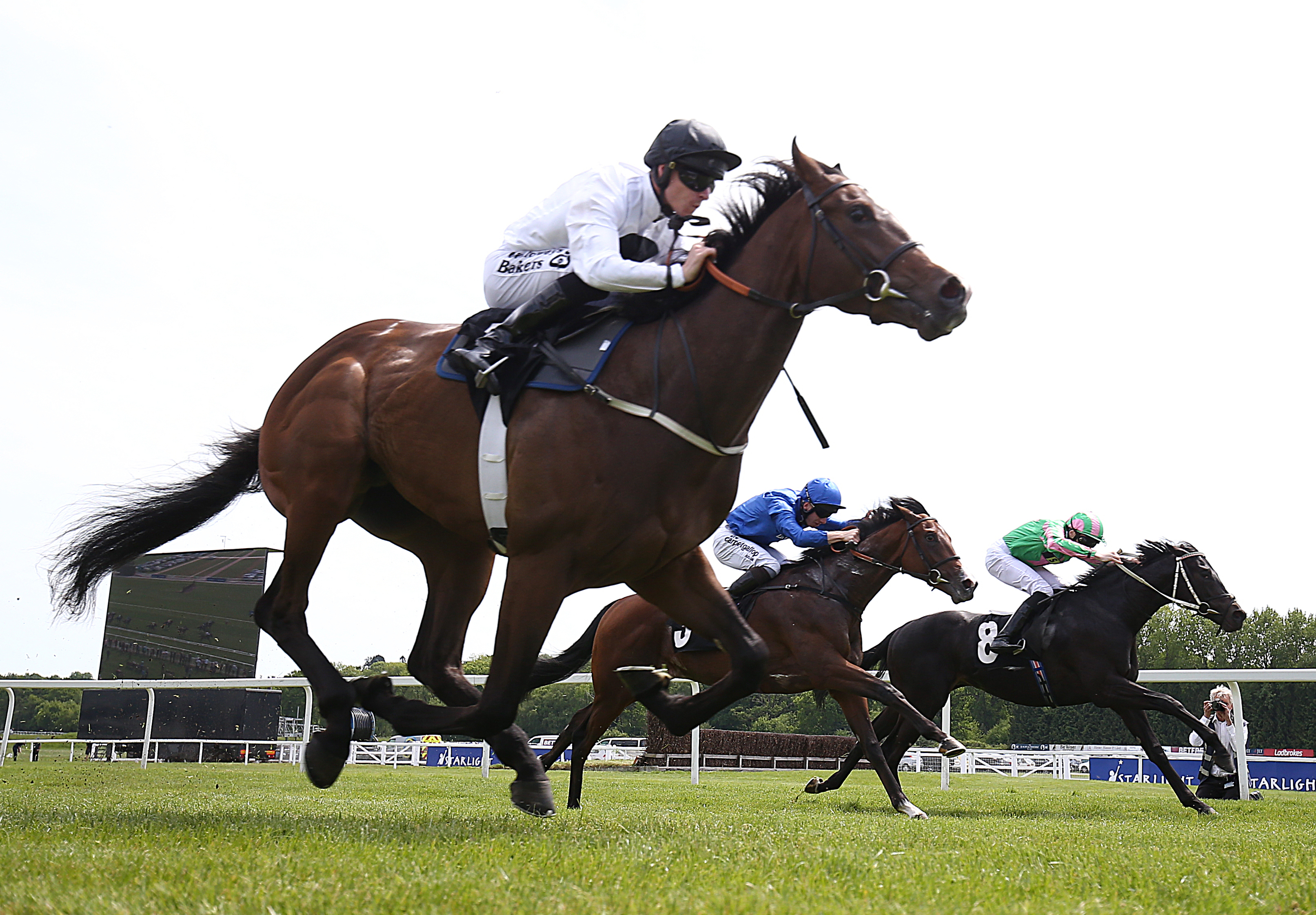 Advertise on his way to making a winning debut at Newbury will bid to make a successful return in the Qipco 2000 Guineas at Newmarket (