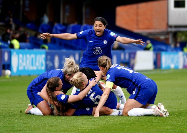 Chelsea players celebrate Fran Kirby's last-minute goal
