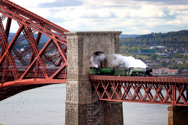 Flying Scotsman crosses Forth Bridge