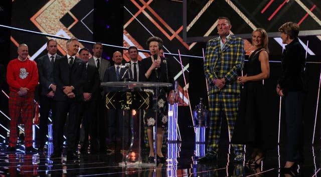 Doddie Weir (third right) receives the Helen Rollason award