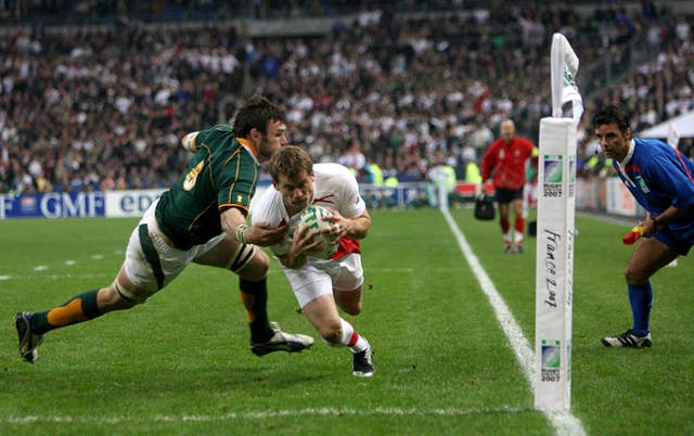 England's Mark Cueto is watched by touch judge Joel Jutge