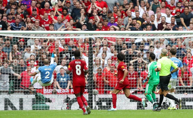 Kyle Walker makes an incredible clearance to deny Mohamed Salah in stoppage time before Manchester City beat Liverpool on penalties in the Community Shield