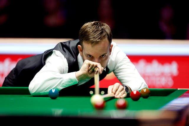 Ali Carter prevailed in the first semi-final