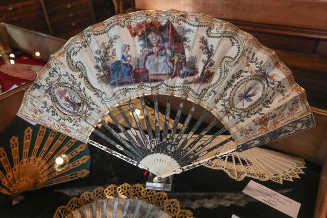 A hand fan representing a learned dog (Chien savant), gouache painting on silk dated from 1775, is displayed at the hand fan-making museum in Paris