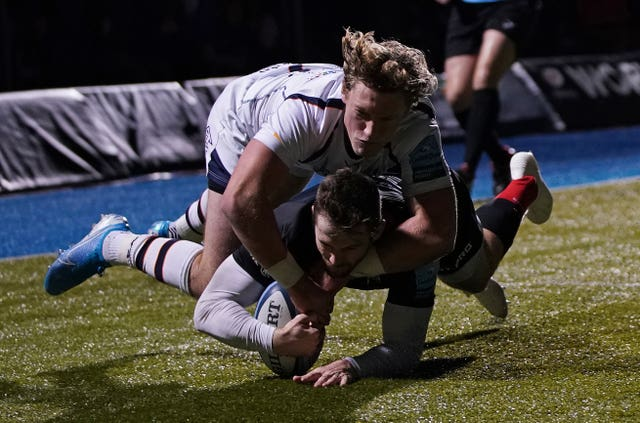 Elliot Daly, right, scores a try for Saracens during their 62-5 win over Worcester