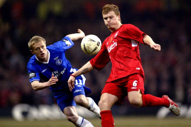 Chelsea's Damien Duff and Liverpool's John Arne Riise battle for the ball