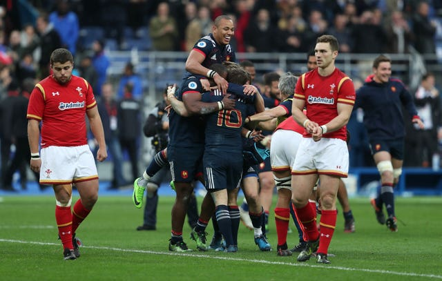 France players celebrate Camille Lopez's last minute conversion