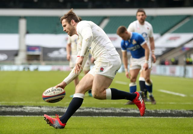 Elliot Daly scores a try for England
