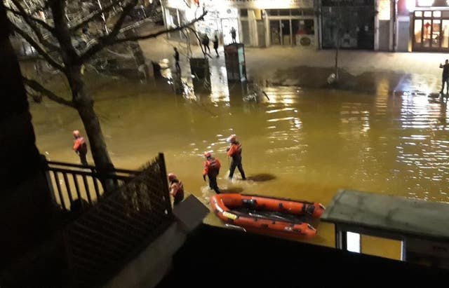 A rescue boat helping to evacuate people in Hammersmith (James Osborne/PA)