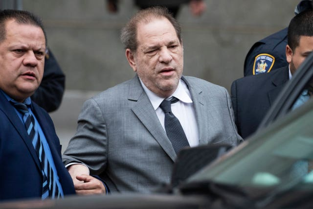 Harvey Weinstein leaves court