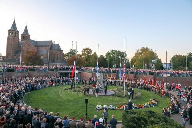 Veterans arrive at the Airborne Square in Hartenstein
