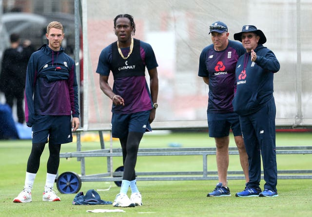 Jofra Archer, centre
