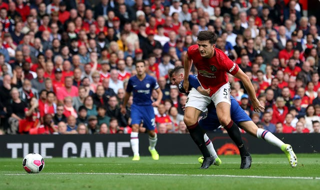 Maguire holds off Chelsea's Mason Mount