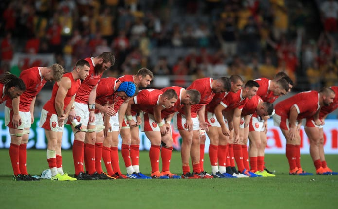 Wales bow to the crowd after  their impressive win over Australia