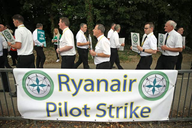 Ryanair pilots on a picket line