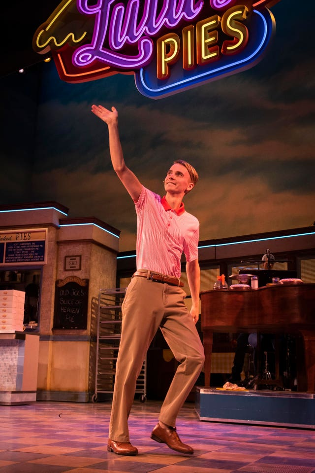 Joe Sugg joins the cast of Waitress