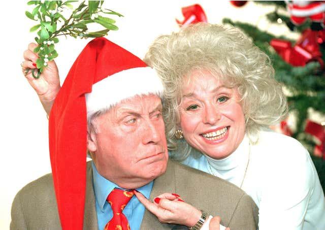 Crocodile' Dundee beats Del Boy to top of TV ratings Christmas tree