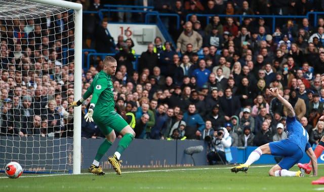 Olivier Giroud, right, scores against Everton
