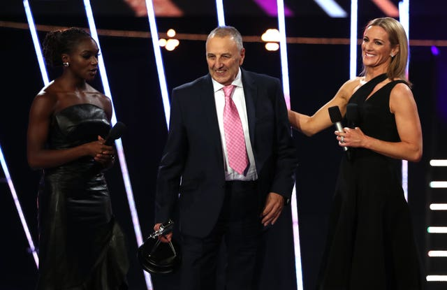John Blackie (centre) with his Coach of the Year award alongside Dina Asher Smith (left) and Gabby Logan