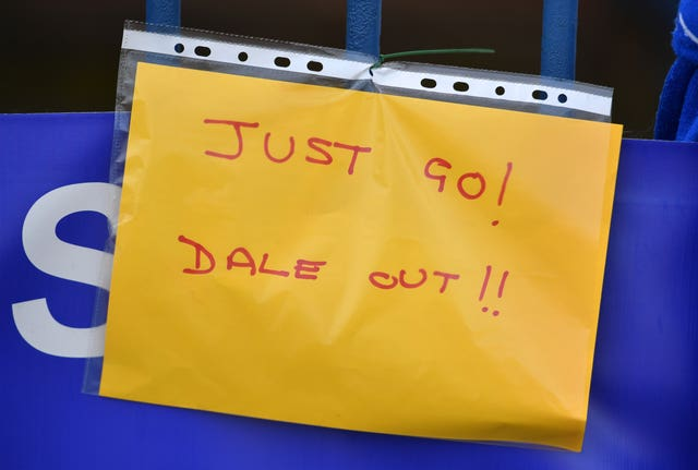 A note opposed to Dale is posted at Gigg Lane