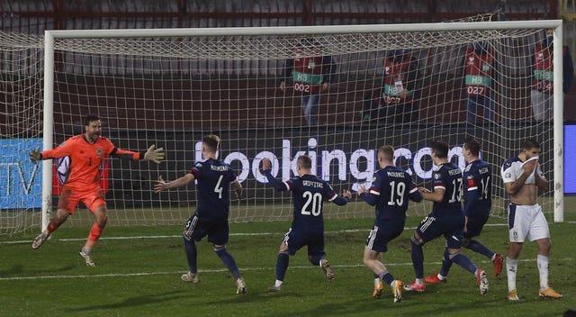 David Marshall celebrates saving from Serbia's Aleksandar Mitrovic
