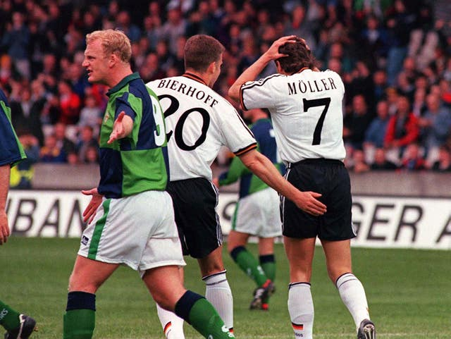 Iain Dowie (left) knows just how important home advantage can be for Northern Ireland.