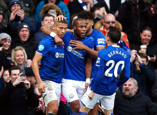 Richarlison's superb individual goal helped lift Everton to within five points of the Champions League places after a 3-1 win over struggling Crystal Palace