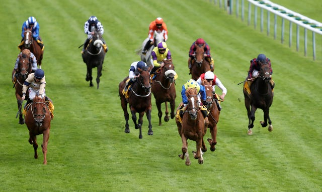 Dream Of Dreams (white face) just holds on from Glen Shiel (left) at Haydock