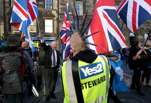 Unionist counter-protesters