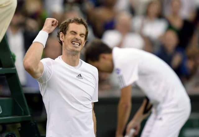 Murray celebrates with Jerzy Janowicz in the background