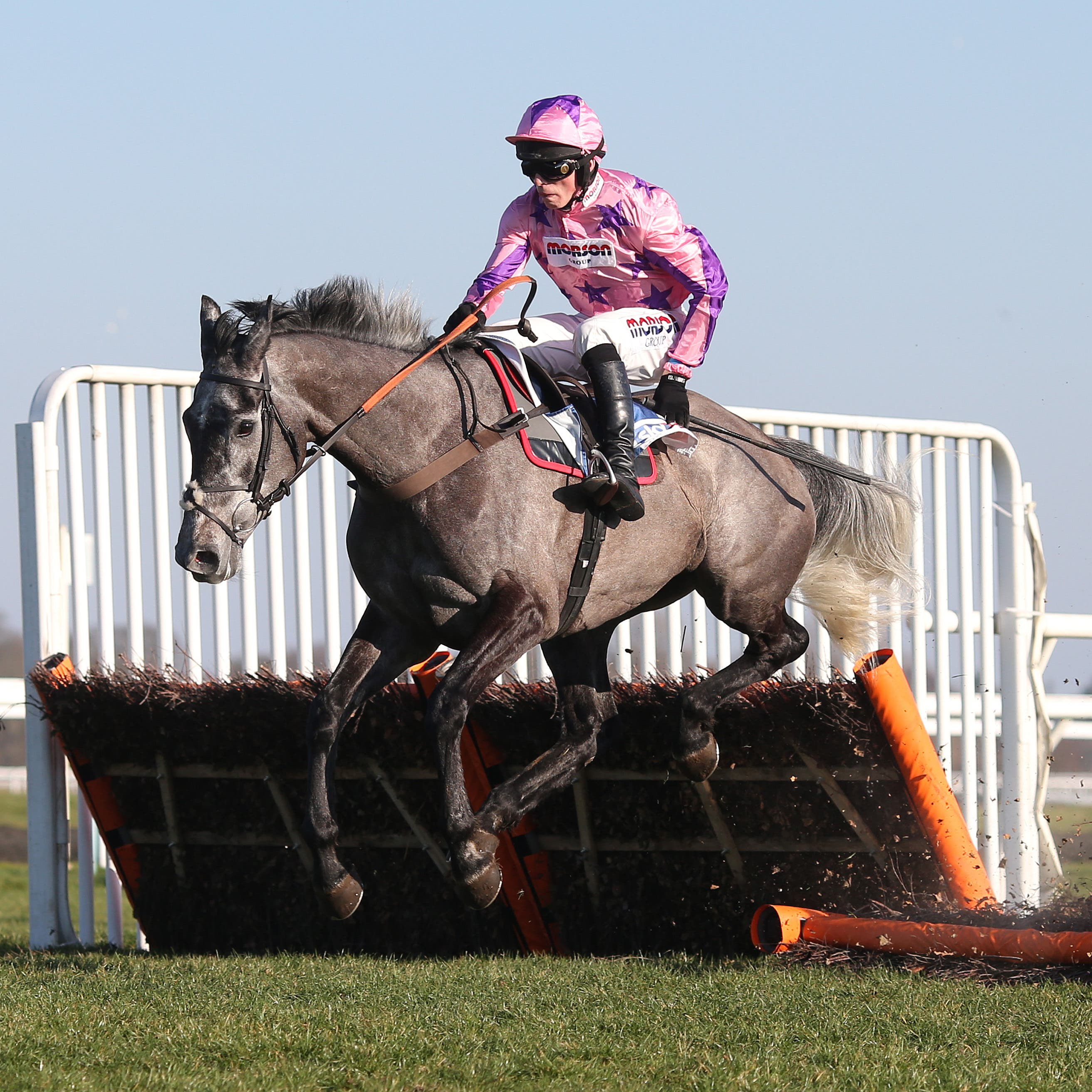 Southfield Stone on his way to victory in the Sky Bet Dovecote Novices' Hurdle at Kempton