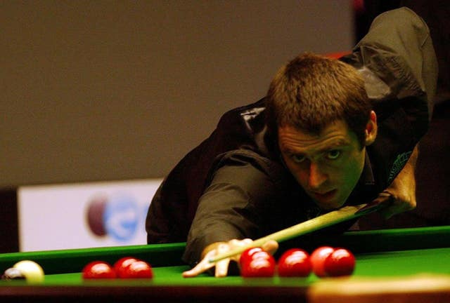 Ronnie O'Sullivan playing left-handed