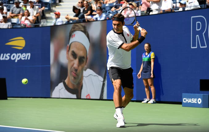Roger Federer lost just four games against David Goffin as he crused into the quarter-finals