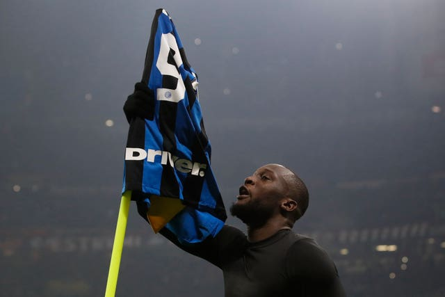 Romelu Lukaku wrapped up a 4-1 win against AC Milan as Inter Milan went top of Serie A