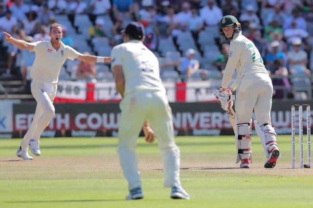 South Africa's batsman Rassie Van Der Dussen watches as Anderson takes a catch