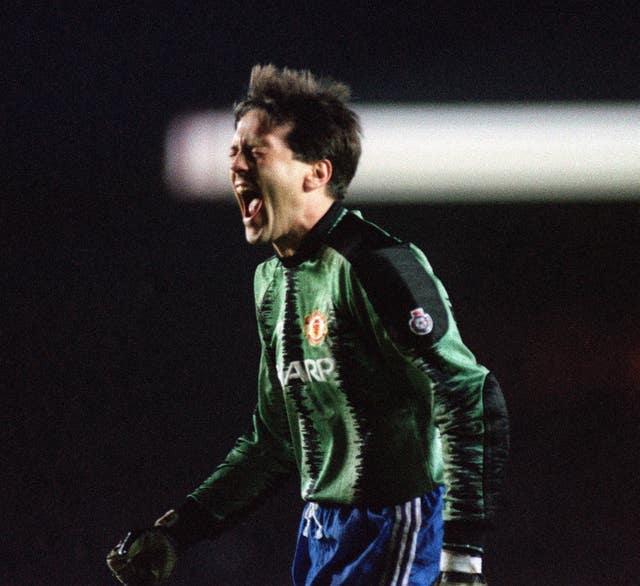 Les Sealey Juga Menolak Keluar Lapangan Di final Piala Liga