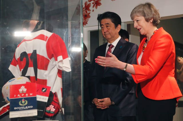 Theresa May and Shinzo Abe viewing an exhibition during their tour