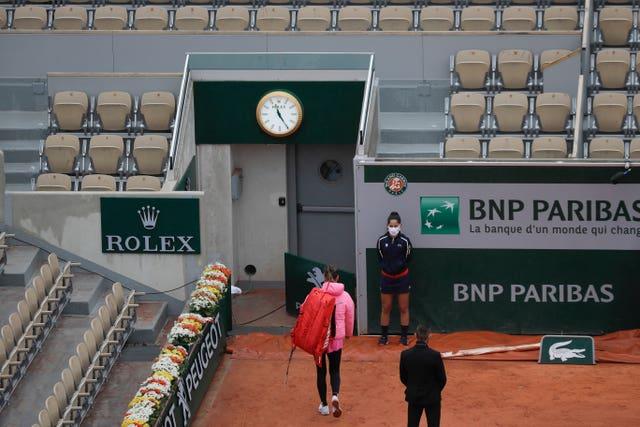 Azarenka walks off court after three games of the match