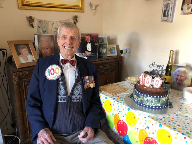 Singing Second World War veteran honoured by giant 100th ...