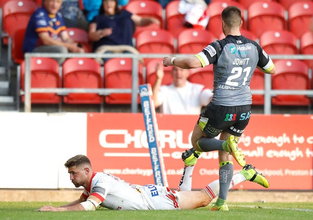 Tommy Makinson scores a try as St Helens beat Wakefield 26-6 to secure the League Leaders' Shield