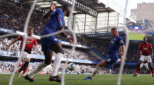Ross Barkley scores a dramatic late equaliser for Chelsea against Manchester United